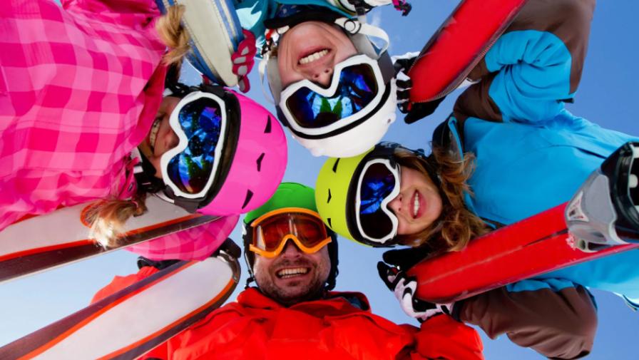 Только до конца марта скидки до 50% на зимний ассортимент в отделе «Спортивная одежда»!